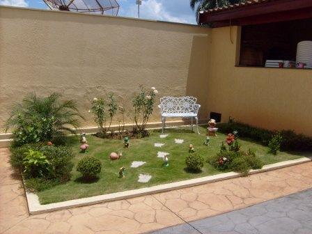 Casa com jardim decora o e jardim construdeia for Jardines pequenos para frentes de casas