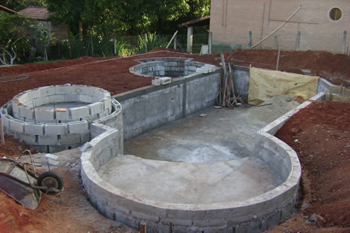 Piscina de concreto construir e projeto for Construir piscina concreto