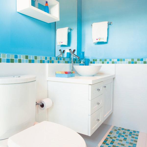 piso-para-banheiro-azul-9