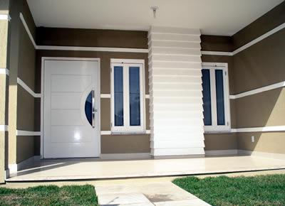Portas para frente de casas