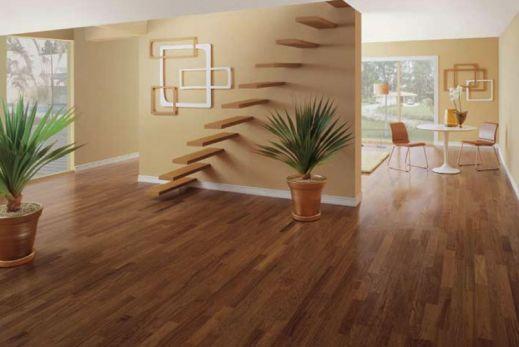 Sala de estar com piso de madeira for Sala de estar segundo piso
