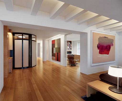 Sala de estar com piso de madeira - Piso pequeno moderno ...