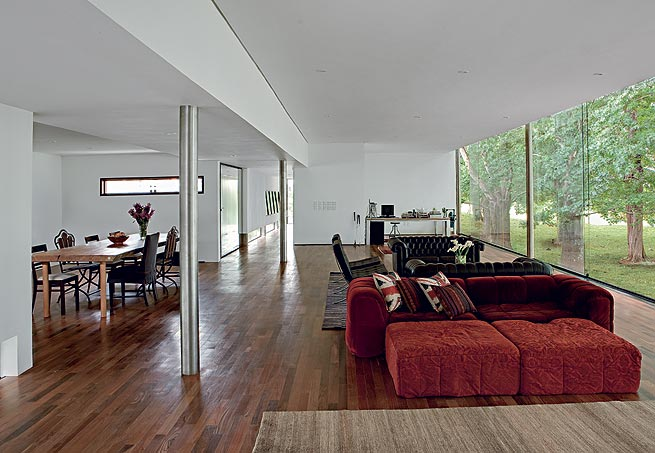 Sala de estar com piso de madeira assoalhos e - Piso para sala de estar ...
