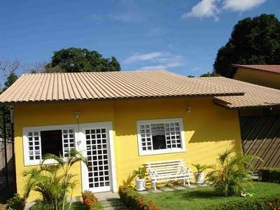 Fachadas de casas com telhado duas aguas